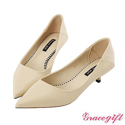 Grace gift-尖頭斜口設計感跟鞋 米白