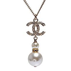 CHANEL 經典雙C麻花造型水鑽鑲嵌雙珍珠墜飾項鍊(金)