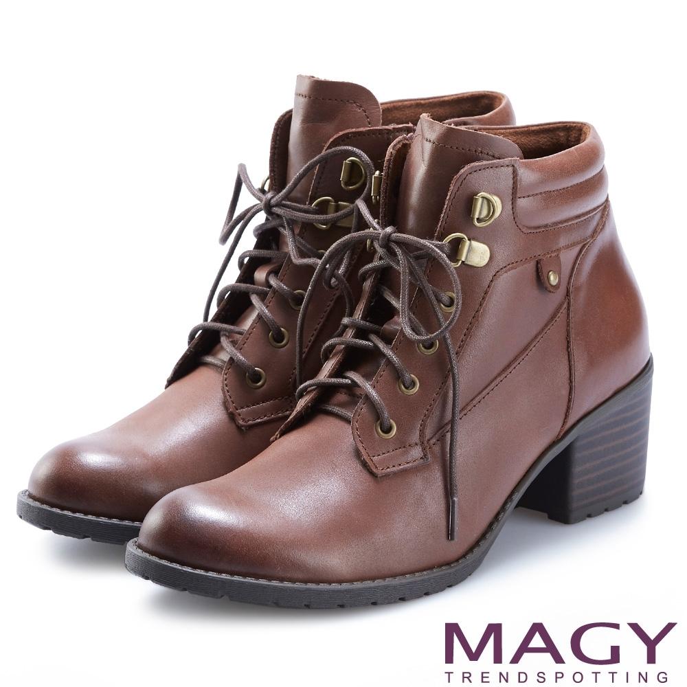 MAGY 復古造型綁帶真皮粗跟 女 短靴 咖啡