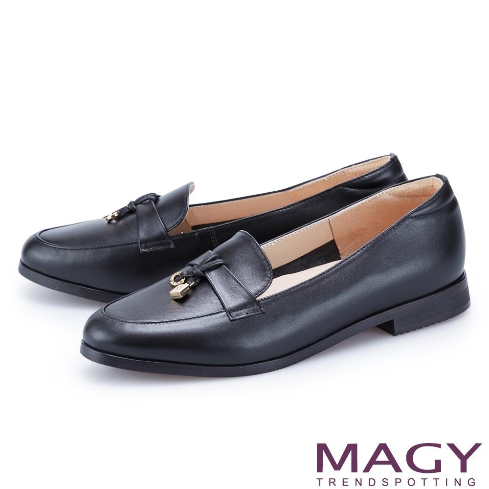 MAGY 造型金屬釦真皮樂福 女 平底鞋 黑色