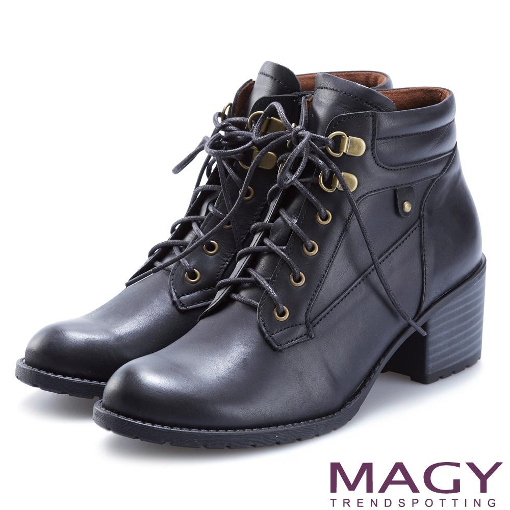 MAGY 復古造型綁帶真皮粗跟 女 短靴 黑色
