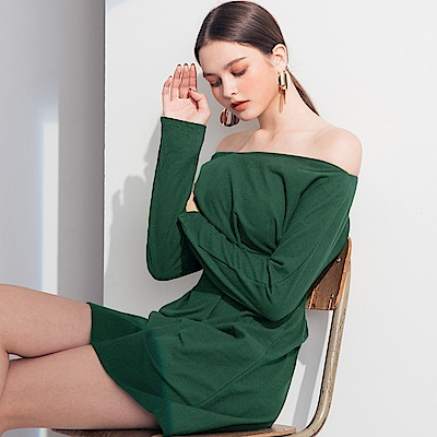 AIR SPACE LADY 一字領純色棉質打褶洋裝(墨綠)