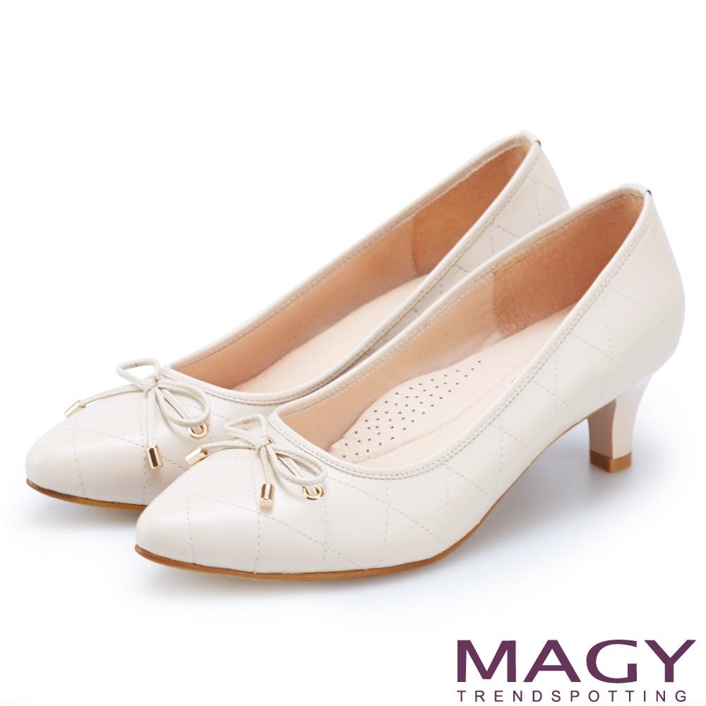 MAGY 氣質首選 菱格紋縫線牛皮中跟鞋-裸色
