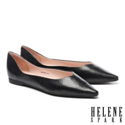 平底鞋 HELENE SPARK 簡約時髦蛇紋皮革尖頭平底鞋-黑