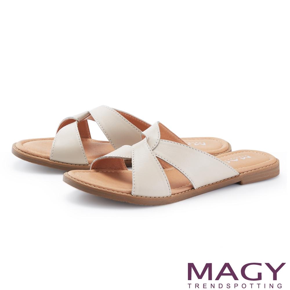 MAGY 寬版真皮造型交叉平底 女 拖鞋 裸色