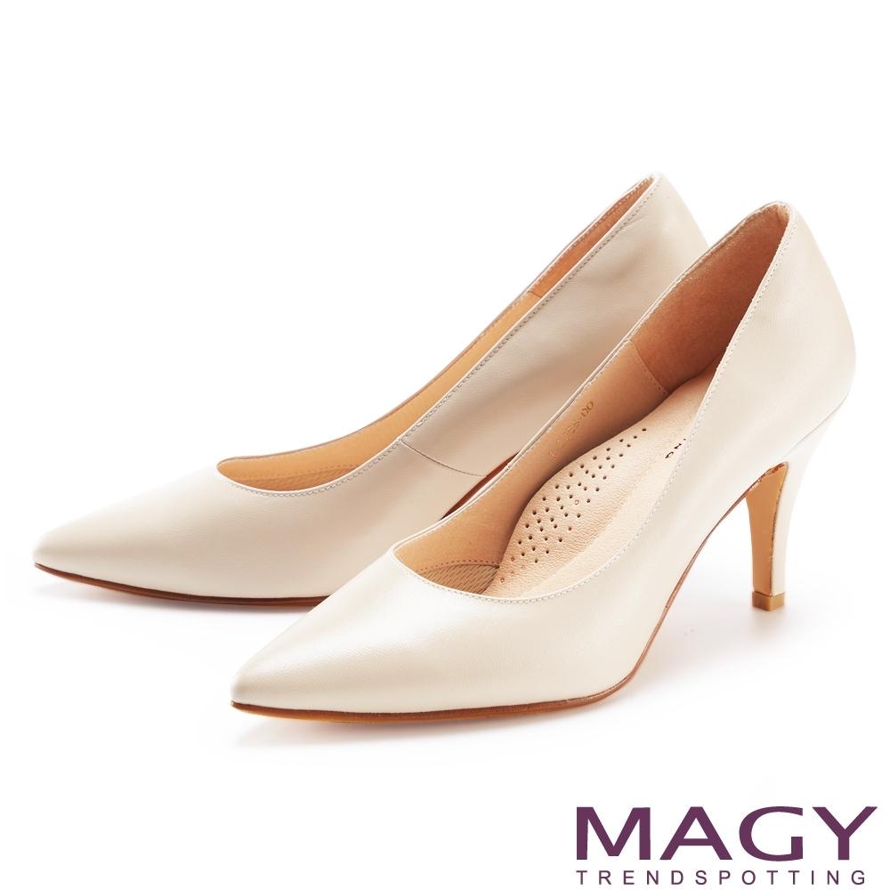 MAGY 典雅素面羊皮尖頭 女 高跟鞋 杏色