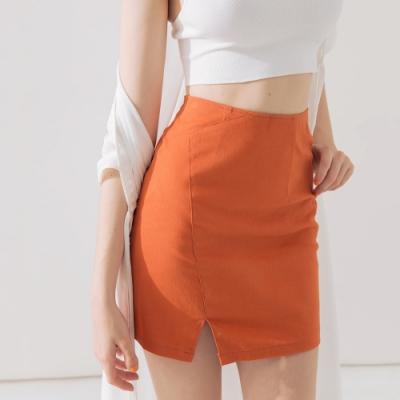 AIR SPACE 質感素面開衩短裙(橘)