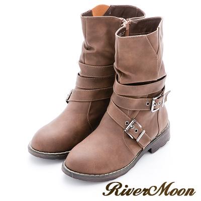 River&Moon加大尺碼-經典抓皺皮帶扣環中靴-棕