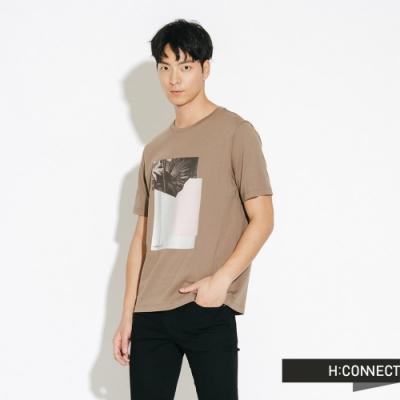 H:CONNECT 韓國品牌 男裝-圖印幾何圓領T-shirt-棕
