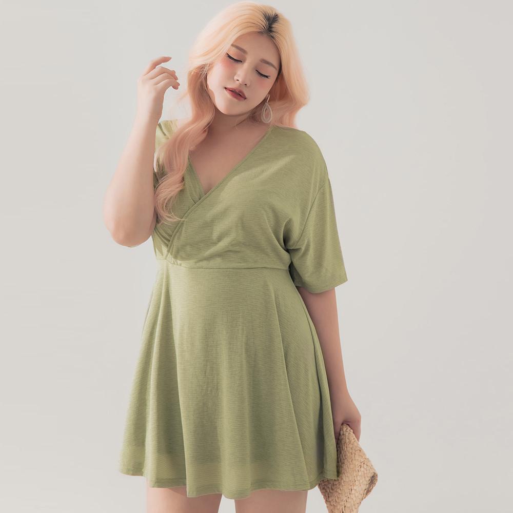 AIR SPACE LADY 中大尺碼 交叉綁帶壓紋短洋裝 (軍綠)
