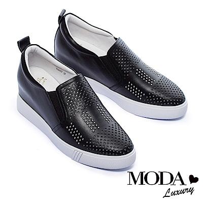 休閒鞋 MODA Luxury 個性鉚釘沖孔全真皮內增高厚底休閒鞋-黑