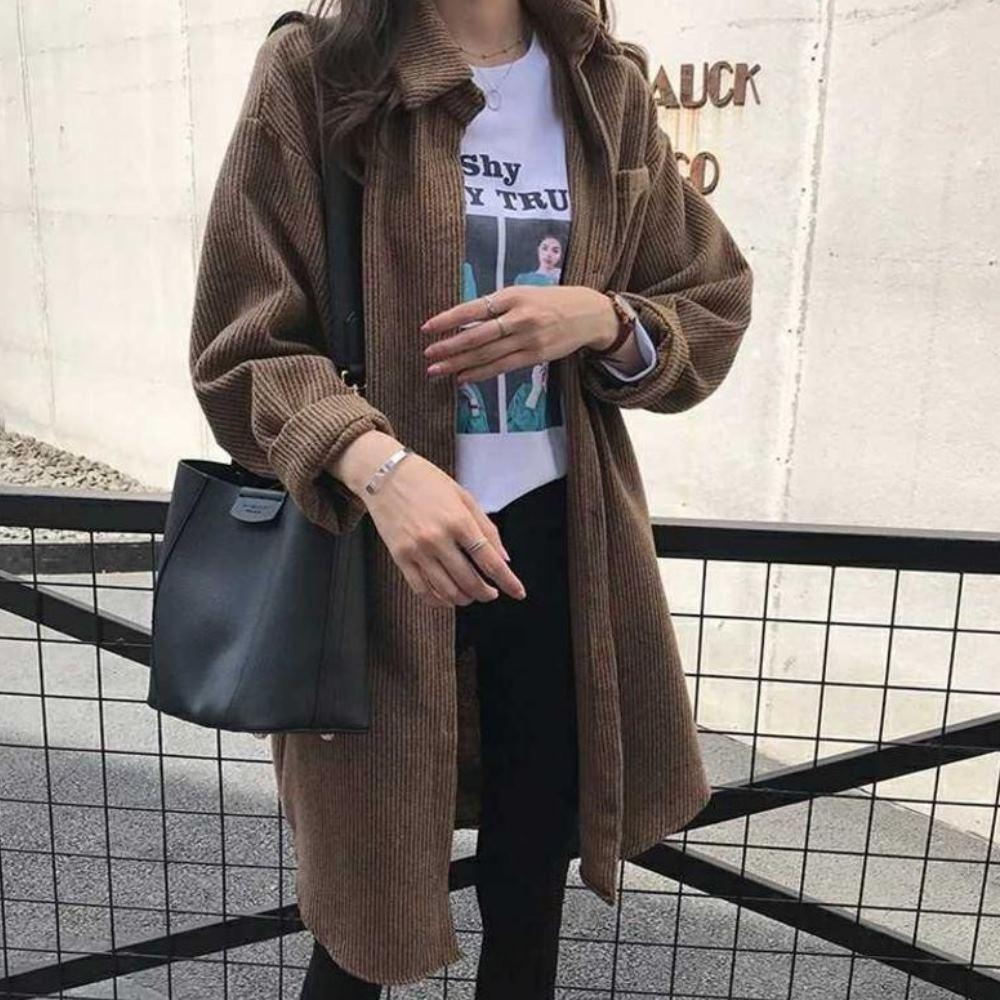 MOCO咖啡色燈芯絨排釦長版襯衫開釦外套L~4XL