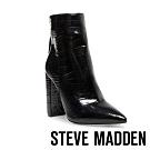 STEVE MADDEN-TRISTA 奢華野時尚尖頭鱷魚壓紋粗中跟靴-特殊紋黑色