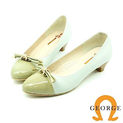 【GEORGE 喬治皮鞋】都會休閒  亮皮蝴蝶結圓頭低跟鞋-白