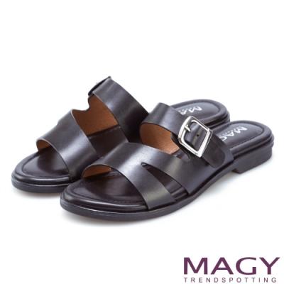 MAGY 樂活渡假 造型剪裁皮革平底拖鞋-黑色