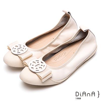 DIANA 漫步雲端厚切焦糖美人—質感真皮圓釦娃娃鞋-米白