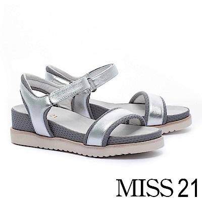 涼鞋 MISS 21 率性潮感一字造型金屬牛皮厚底休閒涼鞋-銀