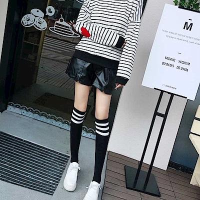 La Belleza黑色鬆緊腰圍斜口袋三角開叉折線皮質短褲