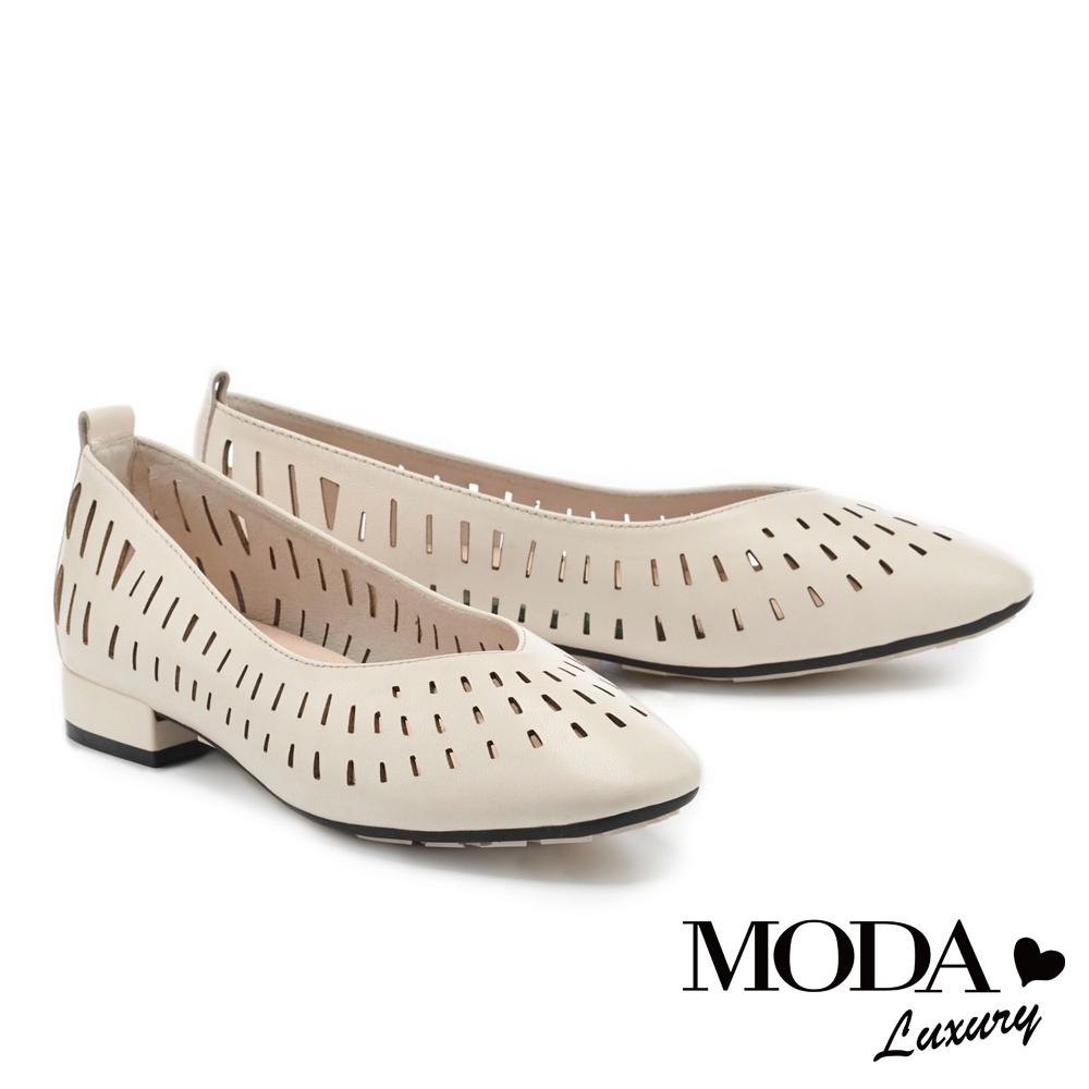 低跟鞋 MODA Luxury 氣質日常沖孔羊皮素色方圓頭低跟鞋-白