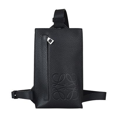 LOEWE BRAND經典壓印LOGO小牛皮拉鍊直立式胸掛包(黑)