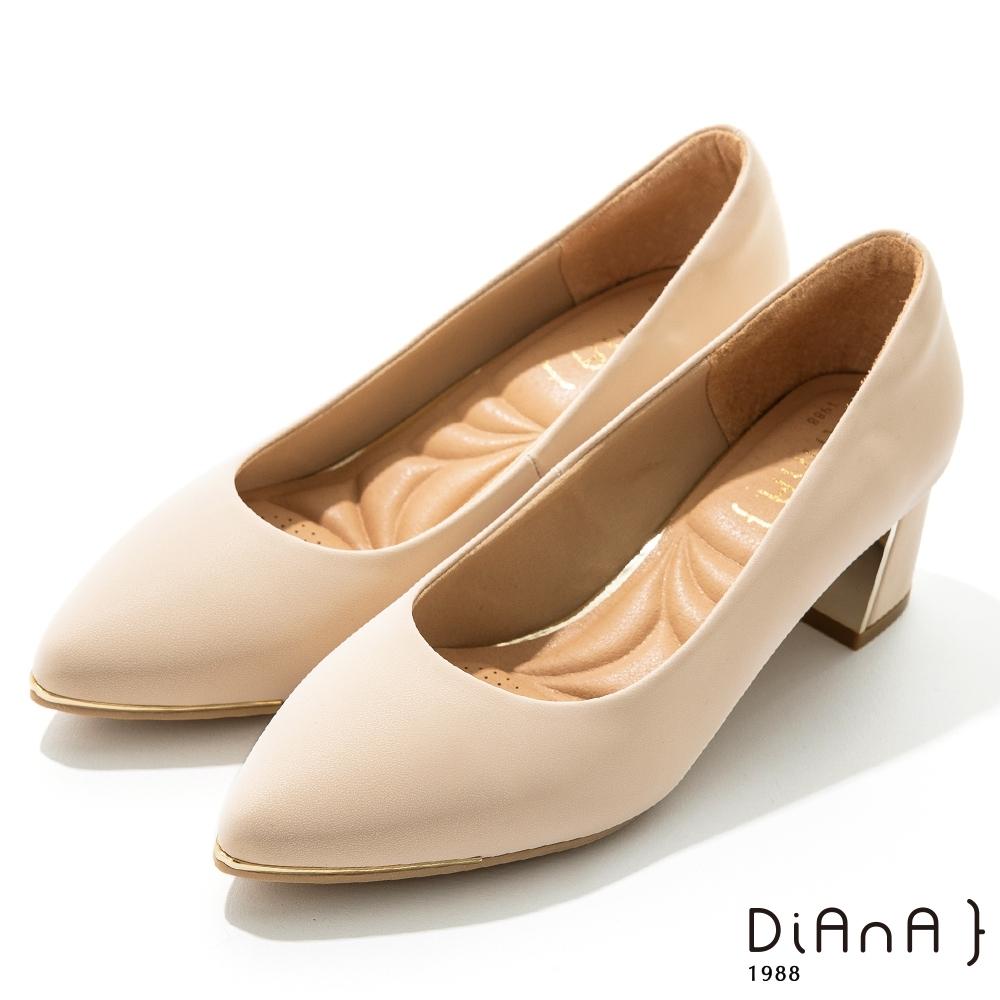 DIANA 5.5 cm 獨家絲光牛皮防磨枕頭尖頭跟鞋 –質感氛圍–淡粉
