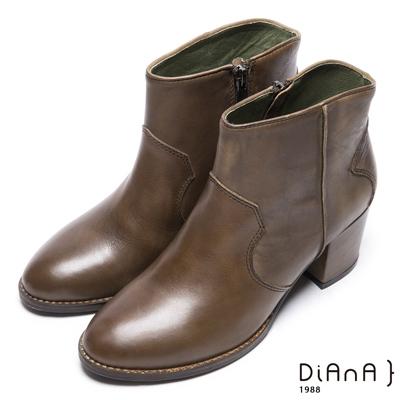 DIANA 品味質感–素色典雅側拉鍊粗跟短靴 –軍綠