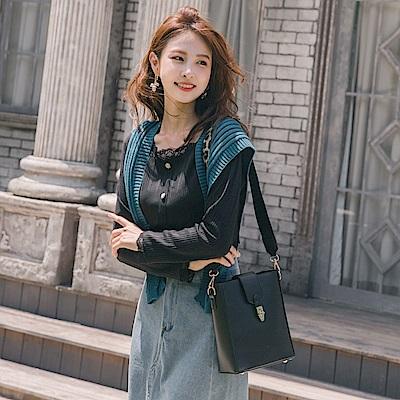 純色蕾絲拼接圓領裝飾寶石排釦設計長袖上衣-OB大尺碼
