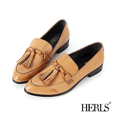 HERLS 都會美感 全真皮搖擺流蘇擦色樂福鞋-駝色