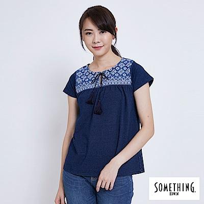 SOMETHING 圖騰刺繡圓領短袖T恤-女-酵洗藍