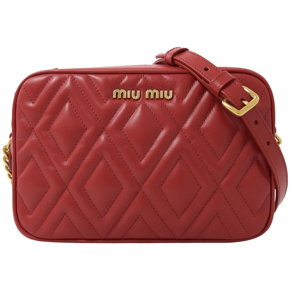 MIU MIU 金屬LOGO菱形紋小牛皮斜背相機包(紅)