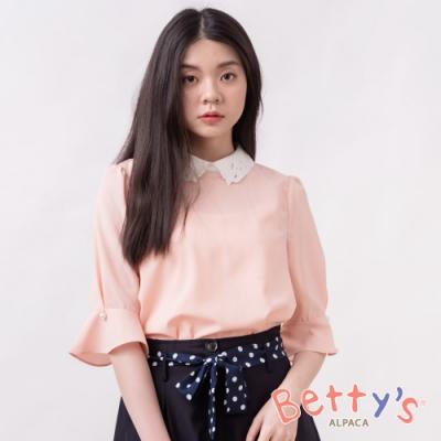 betty's貝蒂思 縷空花朵設計領珍珠七分袖上衣(淺粉橘)