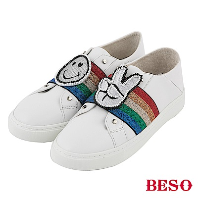 BESO 閃耀彩紅 童趣徽章休閒鞋~白