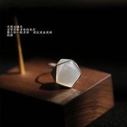 東方美學極簡幾何多邊形簡約氣質白蝶貝純銀戒指-設計所在