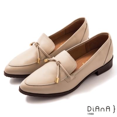 DIANA 3 cm牛皮細帶蝴蝶結飾尖頭樂福鞋-漫步雲端焦糖美人-米