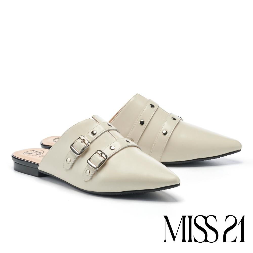 拖鞋 MISS 21 叛逆時髦鉚釘尖頭穆勒低跟拖鞋-米
