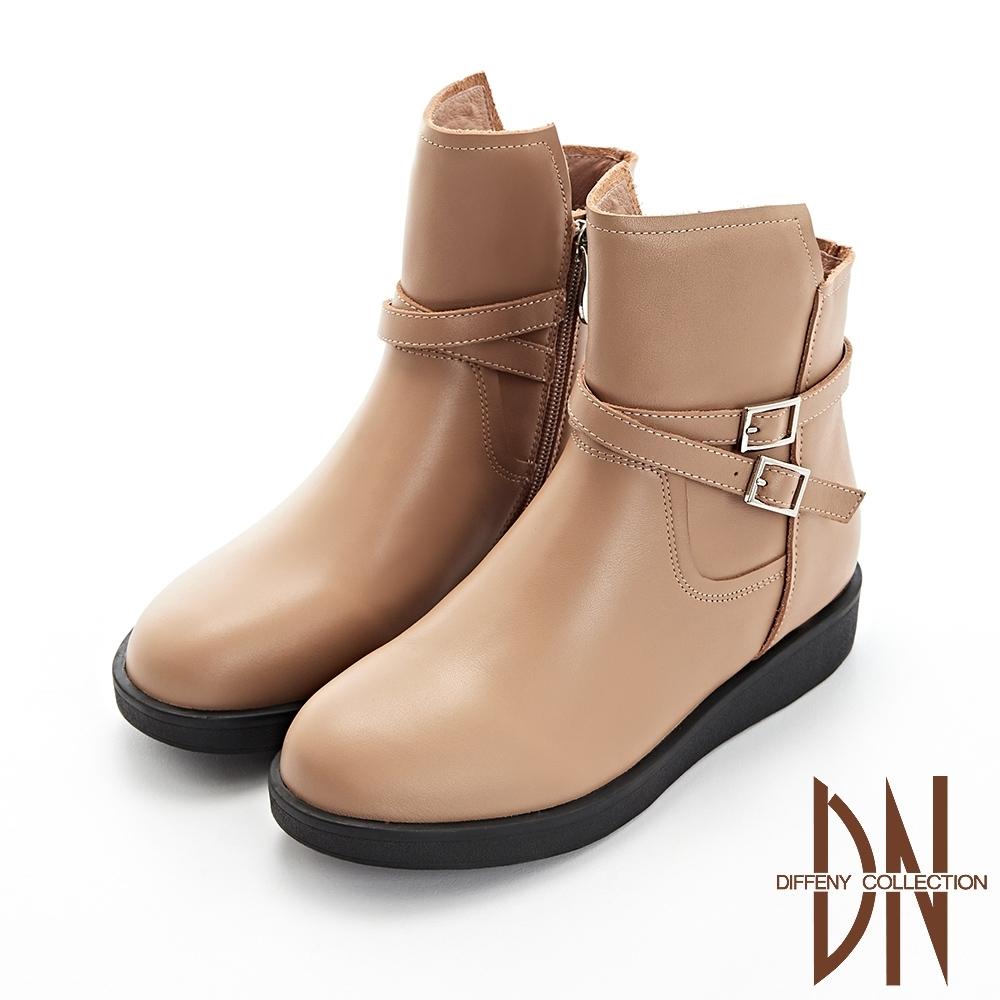 DN短靴_好感真皮造型扣帶平底短靴-駝