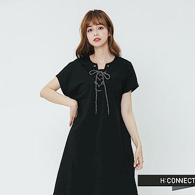 H:CONNECT 韓國品牌 女裝-特色綁結落肩洋裝-黑