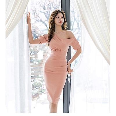 IMStyle 斜肩皺褶包臀洋裝(粉色)