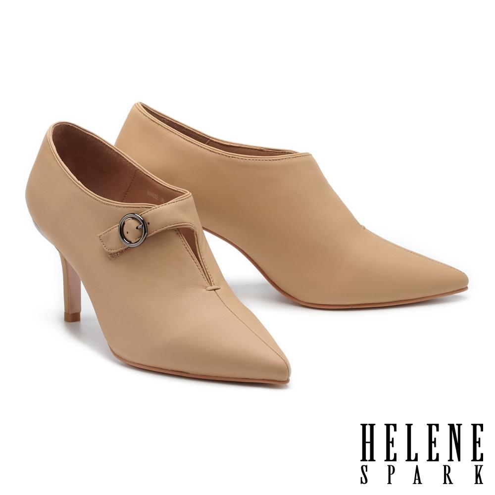 踝靴 HELENE SPARK 簡約摩登魔鬼氈圓釦帶尖頭高跟踝靴-杏