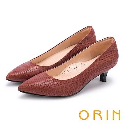 ORIN 典雅輕熟OL 壓紋牛皮素面尖頭中跟鞋-棕色