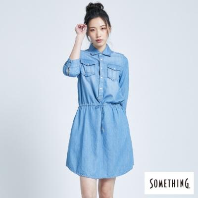 SOMETHING 天絲腰際抽繩牛仔洋裝-女-漂淺藍