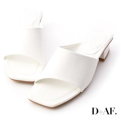 D+AF 愜意寬版.斜切設計方頭低跟拖鞋*白