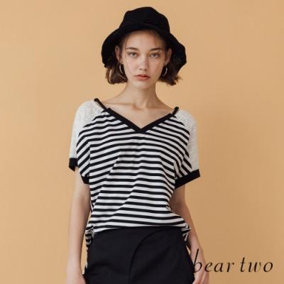 beartwo-刺繡蕾絲花V領條紋T-兩色