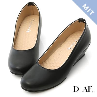 D+AF 好穿推薦.MIT素面圓頭4cm坡跟鞋*黑