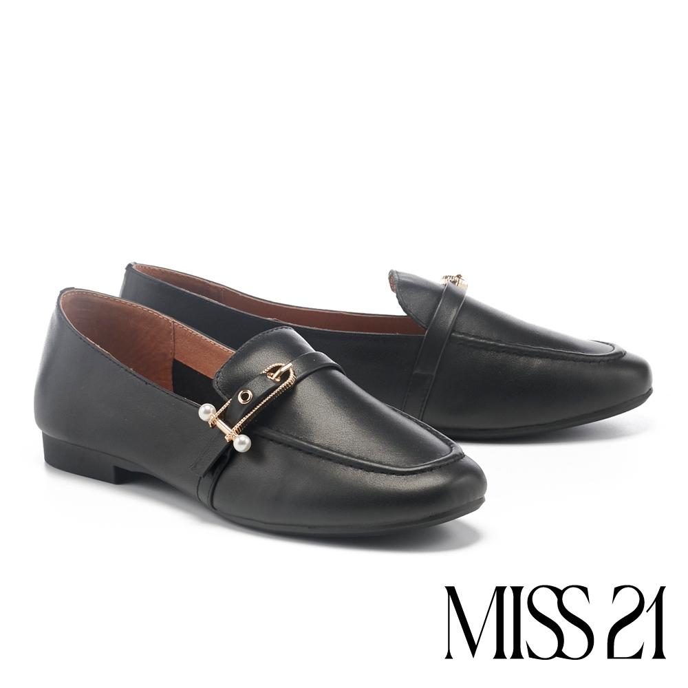 低跟鞋 MISS 21 知性美學牛皮雙珍珠方釦樂福低跟鞋-黑