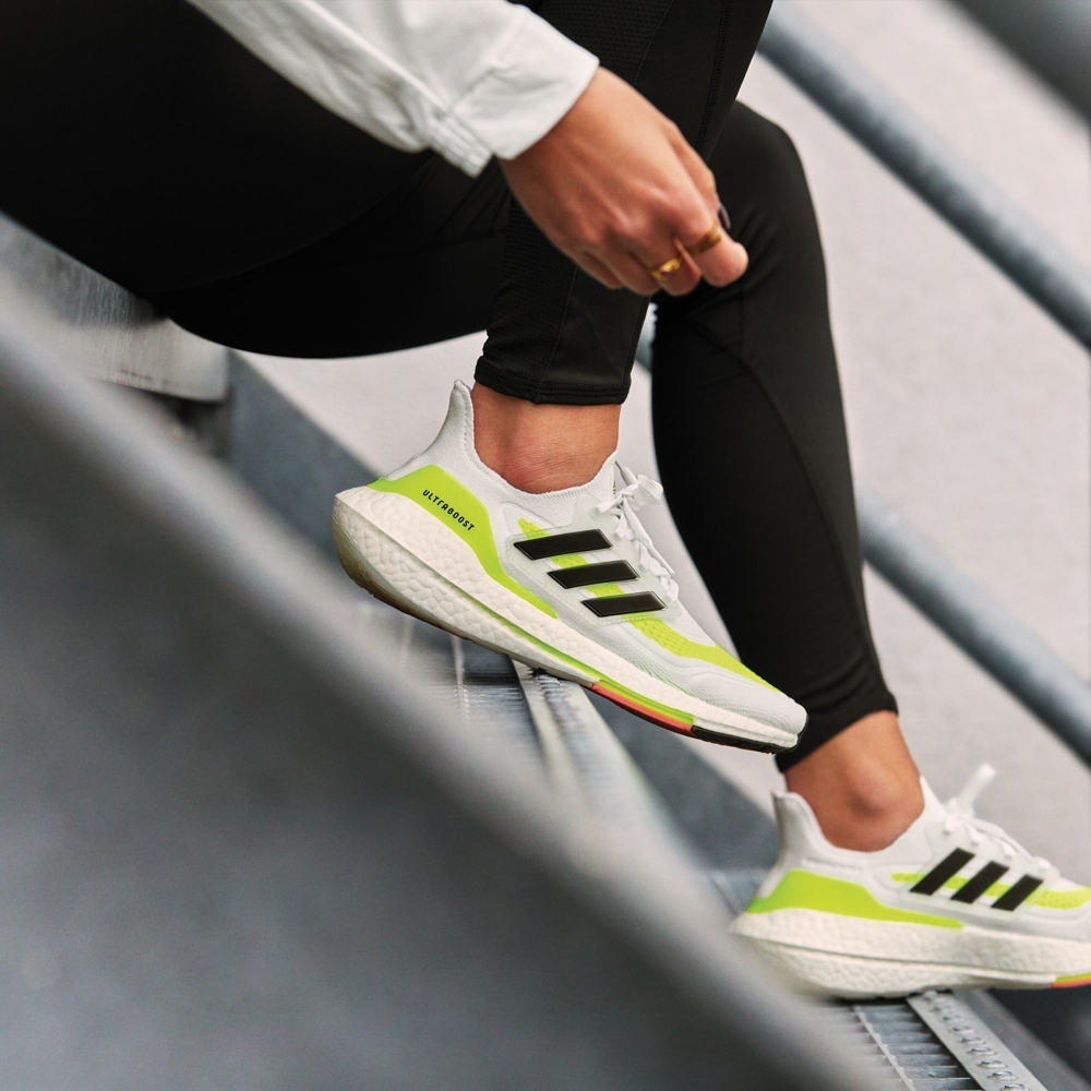 adidas ULTRABOOST 21 跑鞋 女 FY0401