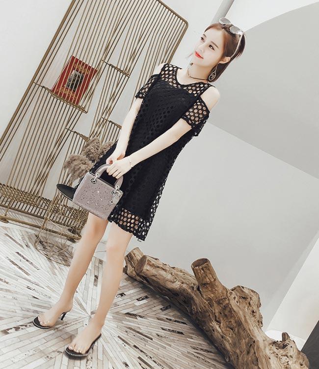 中大尺碼圓圈鏤空網紗拼接顯瘦黑色平口收腰洋裝XL~4L-Ballet Dolly