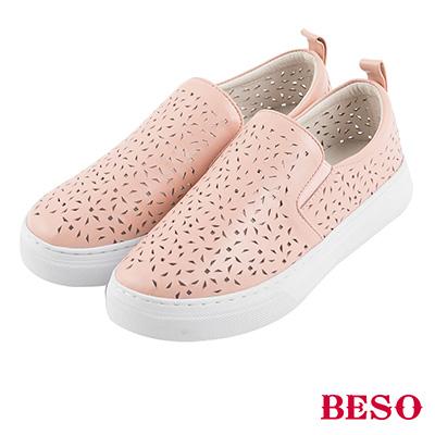 BESO 潮流同步 全真皮雕花沖孔鬆緊帶休閒鞋~粉