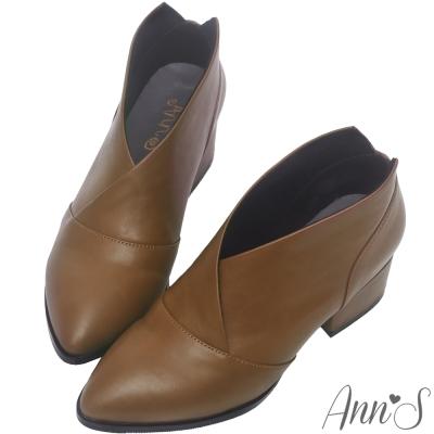 Ann'S焦糖蜜語-前交叉極致V低跟尖頭短靴-棕