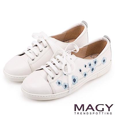 MAGY 都會休閒 真皮刺繡花朵綁帶休閒鞋-白色